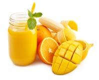 Smoothie för mangobananapelsin Arkivfoto