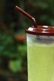 Smoothie för med is grönt te eller för grönt te Arkivfoto