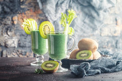 Smoothie frais sain de kiwi photo libre de droits