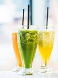 smoothie från spenat, morötter och päron Fotografering för Bildbyråer