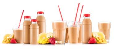 Smoothie Multifruit в много видов стекел и бутылок Стоковые Изображения RF