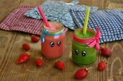 Smoothie orgánico creativo para los niños Imágenes de archivo libres de regalías