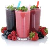 Smoothie owocowy sok z świeżymi owoc odizolowywać obraz stock