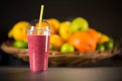 Smoothie rojo fresco con las frutas Foto de archivo libre de regalías