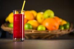 Smoothie rojo fresco con las frutas Fotografía de archivo
