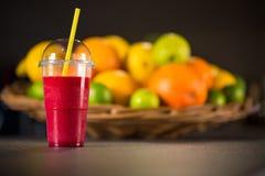 Smoothie rojo fresco con las frutas Fotografía de archivo libre de regalías
