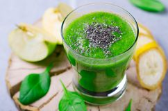 Smoothie verde, bebida sana Fotos de archivo