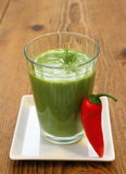 Smoothie verde de la espinaca y pimientas rojas dulces Fotografía de archivo libre de regalías