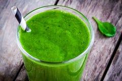 Smoothie verde sano de la espinaca Imagen de archivo libre de regalías