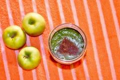 Smoothie vert délicieux photo stock