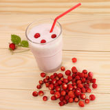 Smoothie from wild strawberries in a glass and wild strawberries Royalty Free Stock Images