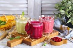 Smoothie z świeżymi jagodami i warzywami Obraz Stock