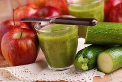 Smoothie zucchini i jabłko zdjęcia royalty free
