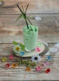 Smoothies и мороженое здоровое лето стоковые фото