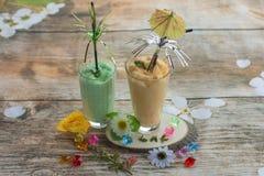 Smoothies и мороженое здоровое лето стоковые фотографии rf