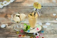 Smoothies и мороженое здоровое лето стоковое изображение