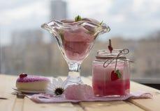 Smoothies и мороженое здоровое лето стоковая фотография