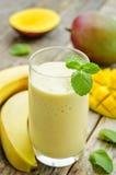Smoothies манго банана Стоковая Фотография