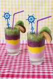 2 smoothies свежих фруктов цвета Стоковое Фото