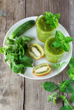 Smoothies фрукта и овоща из кивиа, arugula, огурца Стоковые Фотографии RF
