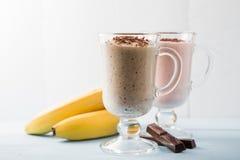 2 smoothies шоколада, бананов и клубники Стоковое фото RF