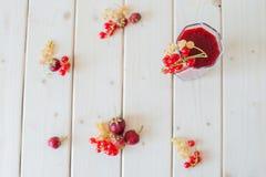 Smoothies av jordgubbar och vinbär Arkivbild