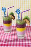 Smoothies bicolores de la fruta fresca Foto de archivo