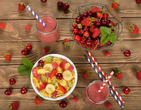 Smoothies, cereals and fruit Stock Photography