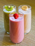 Smoothies de fruit Photos stock