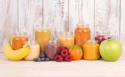 Smoothies de fruit pour un bébé Images stock