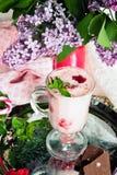 Smoothies del desierto con las fresas Fotos de archivo libres de regalías