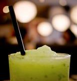Smoothies des grünen Apfels Stockfotos