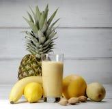 Smoothies en fruit Stock Fotografie