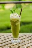 Smoothies för grönt te Arkivfoto