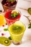 Smoothies frais de baie et de fruit Photos libres de droits
