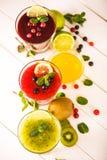 Smoothies frescos de la baya y de la fruta Imagen de archivo