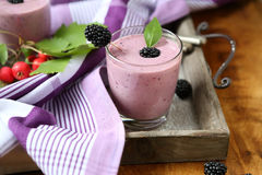 Smoothies of juicy blackberry garden Royalty Free Stock Photography