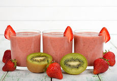 Smoothies of kiwi and strawberry Royalty Free Stock Images