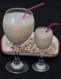 Smoothies mit Milch-, Bananen- und Haferflocken Lizenzfreie Stockbilder