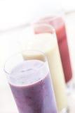 Smoothies o milkshakes de la fruta Imágenes de archivo libres de regalías