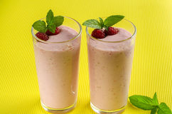 Smoothies sanos de la frambuesa del desayuno Fotos de archivo