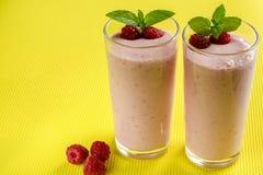 Smoothies sanos de la frambuesa del desayuno Foto de archivo libre de regalías