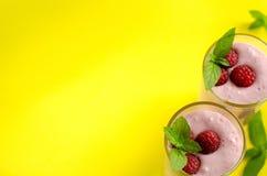 Smoothies sanos de la frambuesa del desayuno La visión desde la tapa Imagen de archivo libre de regalías