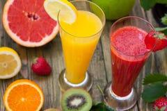 Smoothies sanos de la fruta Imagen de archivo libre de regalías