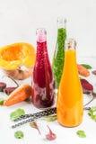 Smoothies végétaux colorés Image libre de droits