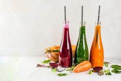 Smoothies végétaux colorés Photos libres de droits