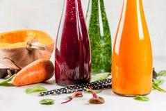 Smoothies végétaux colorés Photographie stock libre de droits