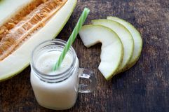 Smoothies van meloen, plakken van meloen op de lijst, yoghurt Het concept het gezonde eten Veganism, vegetarisme Royalty-vrije Stock Afbeeldingen