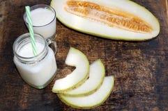 Smoothies van meloen, plakken van meloen op de lijst, yoghurt Het concept het gezonde eten Veganism, vegetarisme Royalty-vrije Stock Afbeelding
