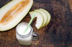 Smoothies van meloen, plakken van meloen op de lijst, yoghurt Het concept het gezonde eten Veganism, vegetarisme Royalty-vrije Stock Foto